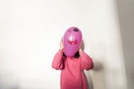 Little girl with balloon face - JASF01850