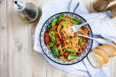 Spaghetti with cherry tomatoes and basil in a bowl - GIOF03725