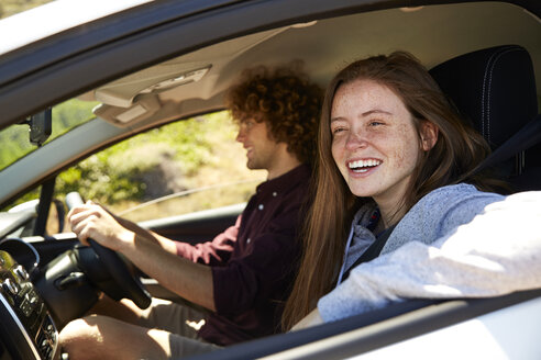 Young couple in car - SRYF00576