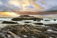 Africa, South Africa, Western Cape, Cape Town, Bloubergstrand, Table Mountain in the morning - FPF00136