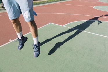 Man playing basketball, jumping, shadow - ALBF00316