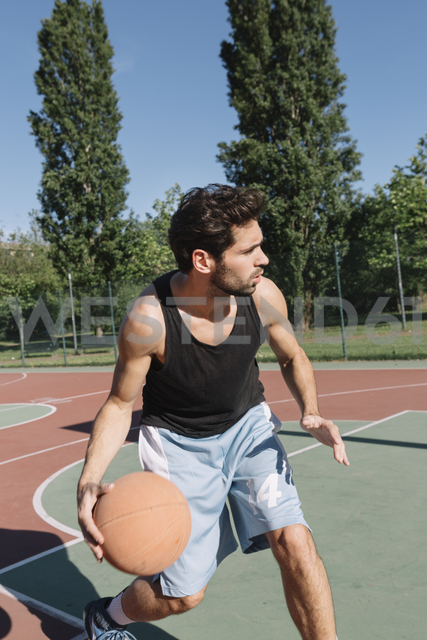 Man playing basketball - ALBF00319