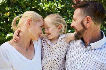 Portrait of happy girl between her parents - SRYF00685