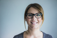 Portrait of smiling woman wearing glasses - MOEF00619