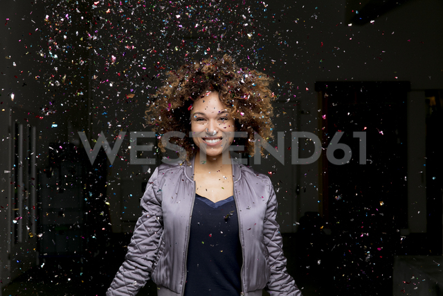 Confetti falling on laughing woman - HHLMF00022