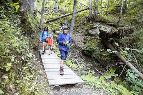 Austria, South Tyrol, family hiking - FKF02857