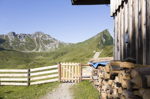 Austria, South Tyrol, wooden hut, logs, wooden fence, path - FKF02878