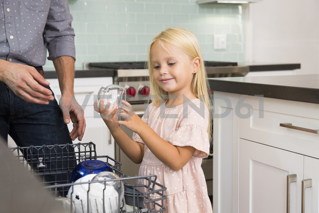 Girl helping father clearing the dishwasher in kitchen - MFRF01084 - Michelle Fraikin/Westend61