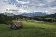 Germany, Bavaria, Werdenfelser Land, lake Geroldsee with hay barn, in background the Karwendel mountains - RPSF00076