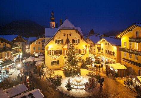 Austria, Salzburg State, Salzkammergut, St. Gilgen, Christmas Market at night - WWF04069
