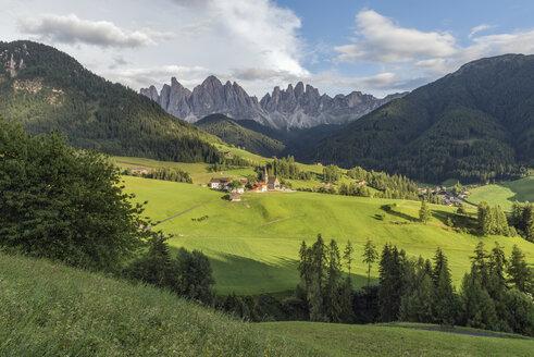 Italy, Alps, Dolomites, Santa Magdalena, Vilnoess Valley - RPSF00088