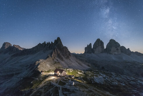 Italy, Sexten Dolomites, Tre Cime di Lavaredo, Nature Park Tre Cime, Rifugio Antonio Locatelli at night - RPS00094