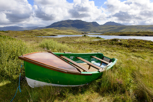 Great Britain, Scotland, Sutherland, rowing boat on meadow at Loch Assynt - LBF01726