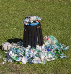 Full waste bin - WWF04116