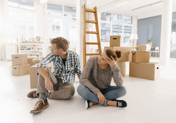 Couple moving into new home having a break - KNSF03398
