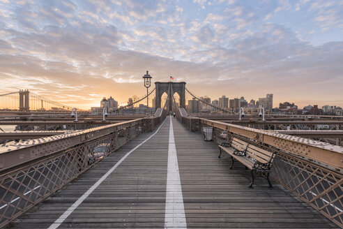 USA, New York City, Brooklyn Bridge at sunset - RPSF00121