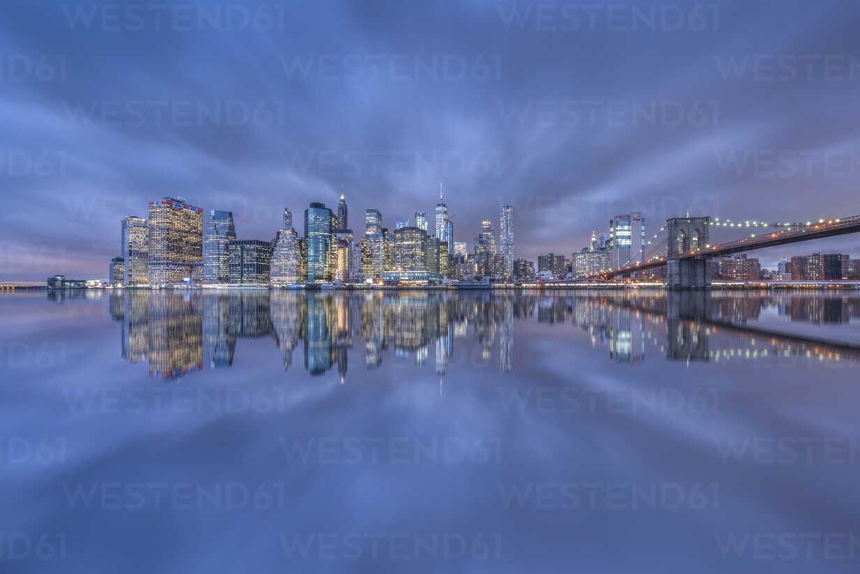 USA, New York City, Manhattan, Brooklyn, cityscape with Brooklyn Bridge - RPSF00124 - Raul Podadera Sanz/Westend61