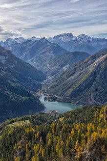 Italy, Veneto, Dolomites, Lake Alleghe from Fertazza - LOMF00688