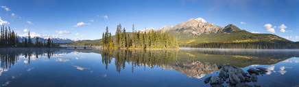 Canada, Alberta, Jasper National Park, Pyramid Mountain, Pyramid Lake - SMAF00918
