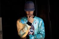 Stylish young man wearing basecap and printed shirt - SIPF01923