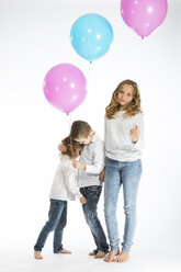 Children playing with balloons - MAEF12474