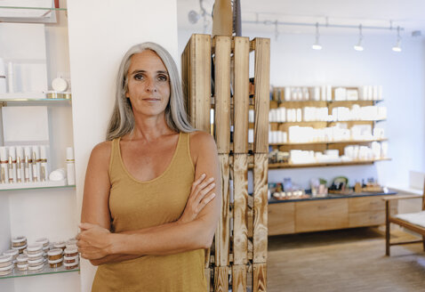 Portrait of businesswoman in her shop - KNSF03520