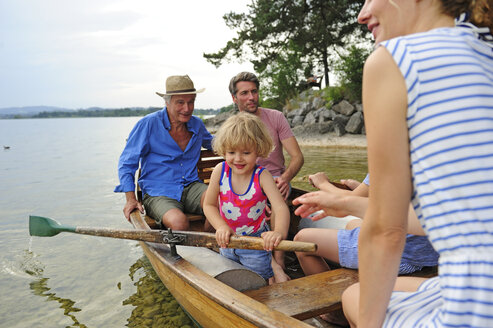 Germany, Bavaria, Murnau, happy little girl with her family in rowing boat at lakeshore - ECPF00149
