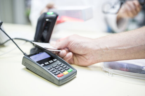 Cashless payment at shop counter - WESTF23923