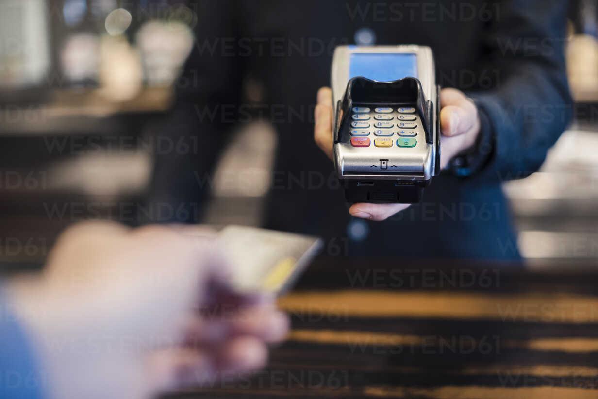 Man using credit card reader, close-up - DIGF03222 - Daniel Ingold/Westend61