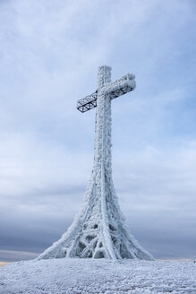Italy, Marche, summit cross on Monte Catria in winter - LOMF00692