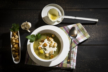 Garlic cream soup with croutons - MAEF12480