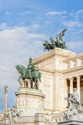 Italy, Rome, equestrian statue in front of Monumento a Vittorio Emanuele II - CSTF01607