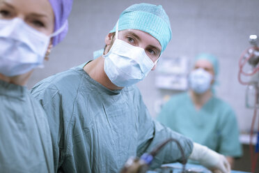 Neurosurgeons in scrubs during an operation - MWEF00182
