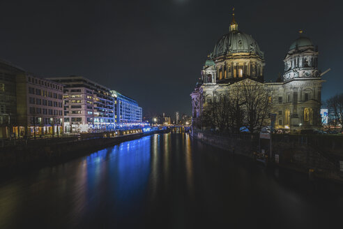 Germany, Berlin, Berlin-Mitte, Berlin Cathedral and Friedrichs Bridge at night - ASCF00762