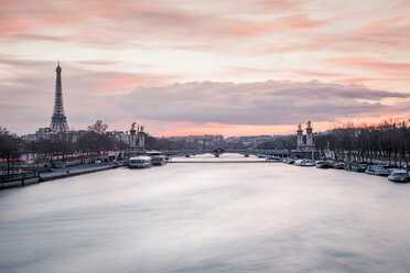 France, Paris, view to Seine River with Pont Alexandre III and the Eiffel Tower in the background at sunset - WVF00913