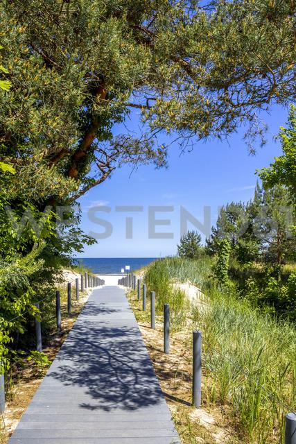 Germany, Mecklenburg-Western Pomerania, Usedom, Ahlbeck, boardwalk to the beach - PUF01162