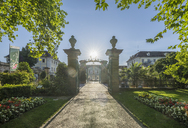 Germany, Baden-Wuerttemberg, Ludwigsburg, Ludwigsburg Palace, Entrance against the sun - PVCF01278