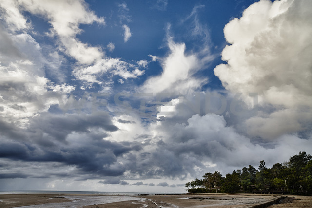 Thailand, Ko Yao Yai, clouds above the beach - RORF01068