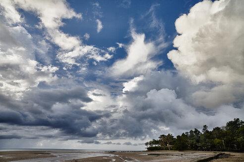 Thailand, Ko Yao Yai, clouds above the beach - RORF01068