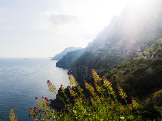 Italy, Campania, Gulf of Salerno, Sorrent, Amalfi Coast, Positano, cliff coast, Tordigliano Belvedere - AMF05612