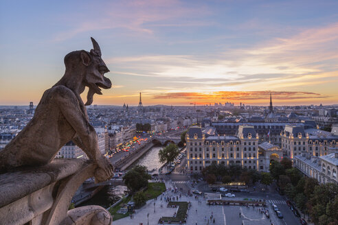 France, Paris, View from Notre Dame de Paris, city view at sunset - RPSF00182