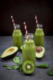 Green detox smoothie with avocado, kiwi and baby spinach - LVF06629