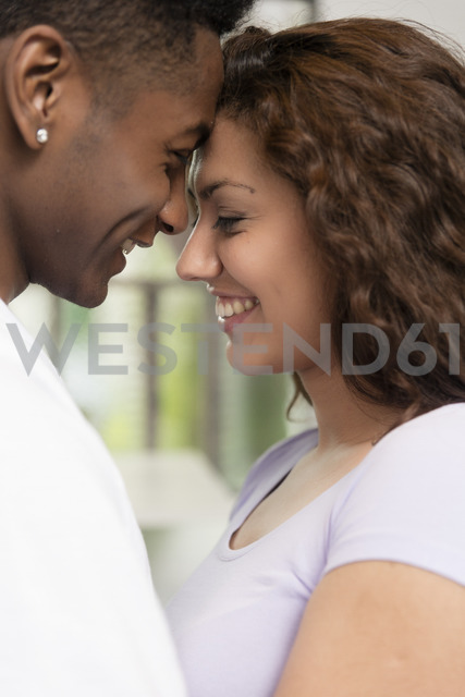 Close-up of happy young couple in love - LFEF00045