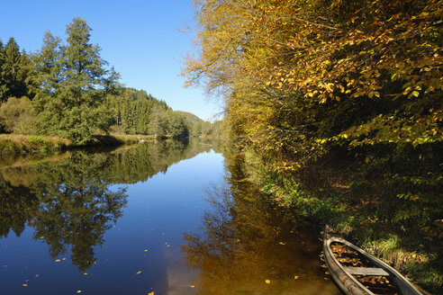 Germany, Bavaria, Lower Bavaria, Bavarian Forest, Nature reserve Obere Ilz, Ilz river in autumn - SIEF07690