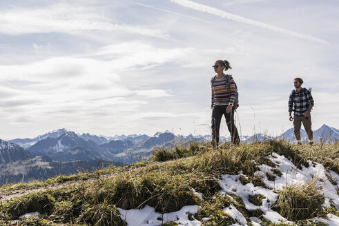 Austria, Tyrol, young couple hiking in the mountains - UUF12541