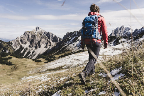 Austria, Tyrol, young woman hiking in the mountains - UUF12550
