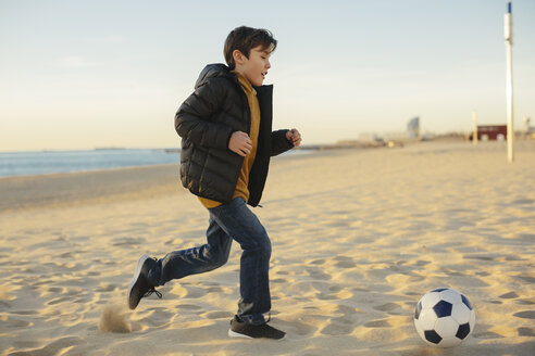 Father and son playing football on the beach - EBSF02042