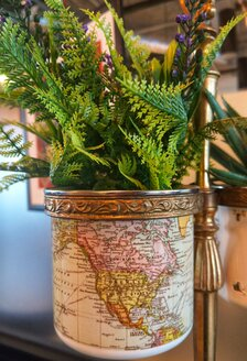 plastic plant in a pot - NGF00440