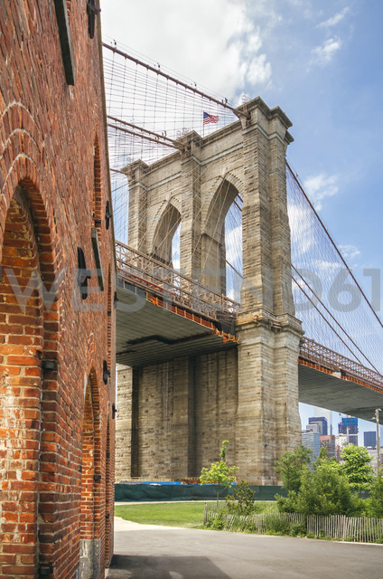 USA, New York, Brooklyn, View of Brooklyn Bridgre from Brooklyn Bridge Park - DAPF00871