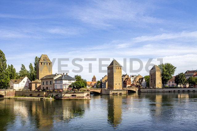 France, Alsace, Strasbourg, Old town, Ponts couverts - PUF01283